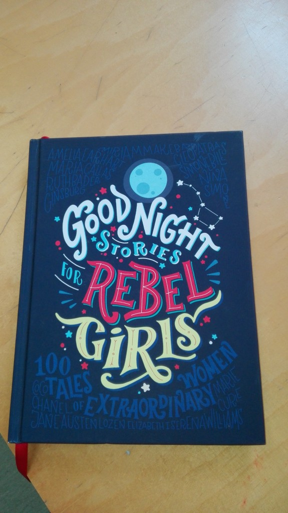 "Llibre ""Good night stories for rebel girls"""